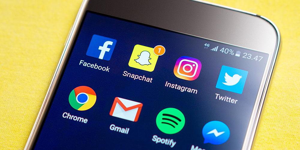 Expressing Condolences in the Era of Social Media